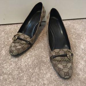 Vintage Gucci heels classic GG details